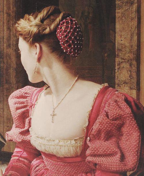 Holliday Grainger as Lucrezia Borgia in The Borgias (TV Series, Costume Renaissance, Renaissance Hairstyles, Historical Hairstyles, Medieval Costume, Renaissance Clothing, Renaissance Fashion, Italian Renaissance, Os Borgias, Lucrezia Borgia
