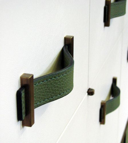 Handle detail - Green lacquer cabinet.jpg 448×500 pixels