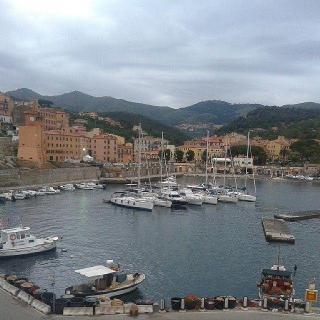 #ShareIG #RioMarina si sveglia :) #isoladelba #tuscany #tuscanygram #Ilikeitaly #ILoveElba
