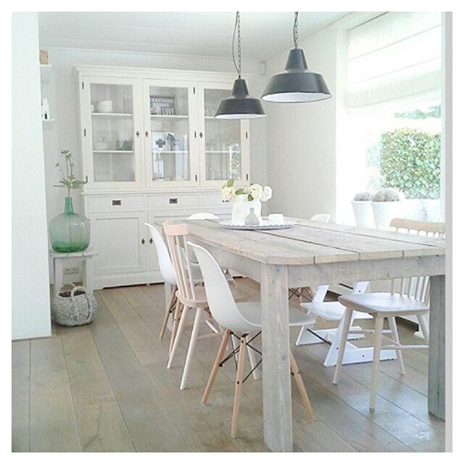 Decora tu comedor con madera en acabado blanco o tonos claros