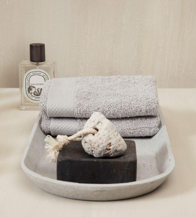 Guarda o coloca las toallas junto a jabones perfumados o difusores de aroma para impregnar tus textiles con tus fragancias preferidas.