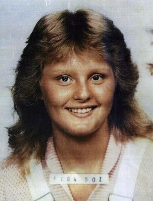 William Bradford convinced his 15 year old neighbor Tracey Campbell that she could be a model. He took her out to the desert where he also photographed and strangled her, then left her with her face covered by Shari Miller's blouse.
