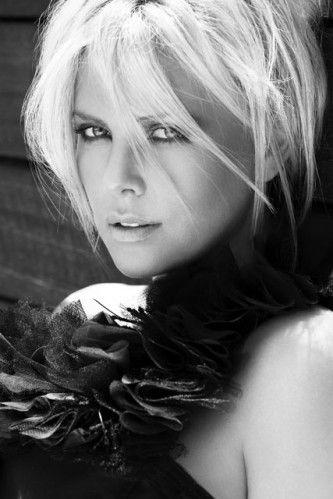 Charlize Theron - Celebrity Photos - 1 April 2009 | Marie Claire