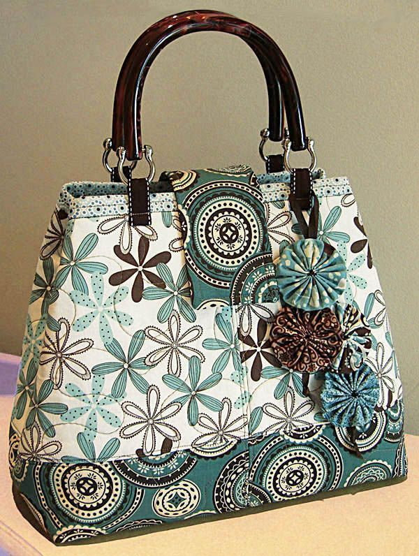 I have some nice handle like this.  I really should find some time and make a bag like this.