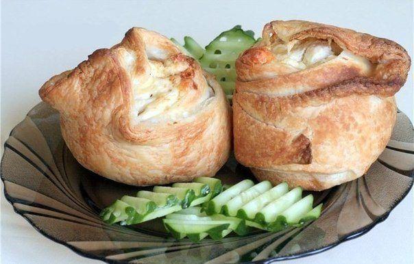 Слоеные пирожки с курицей и сыром / Едальня