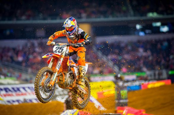 Fox (TV) AMA Supercross 2018 Live Stream Angel Stadium in Anaheim TV.Feld Entertainment® has announced the 17-race schedule for the 2018 Monster Energy AMA Supercross, an FIM World Championship, season beginning January 6 at Angel Stadium in Anaheim, Calif. Headlining the 2018 changes are three new ...