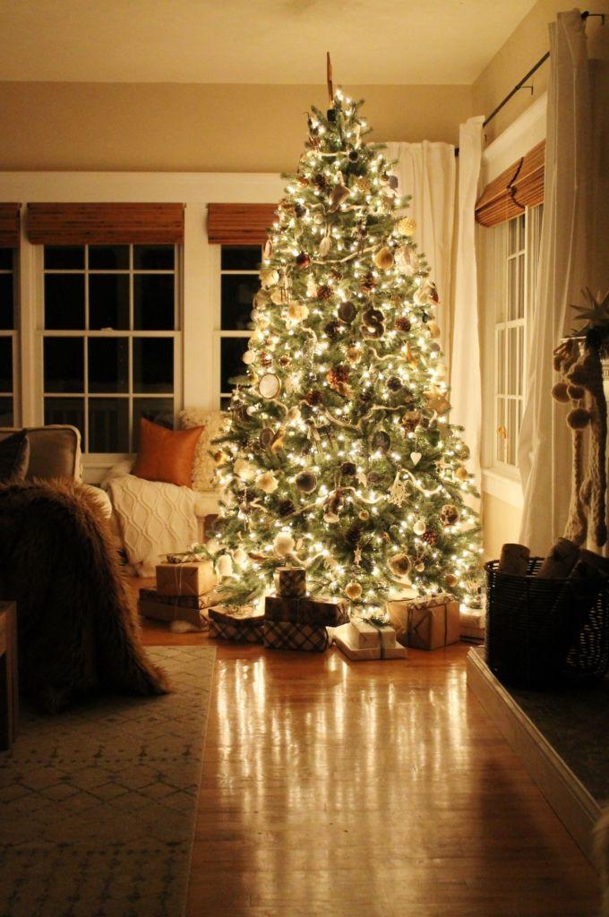 Cozy + Sentimental Christmas Tree-City Farmhouse