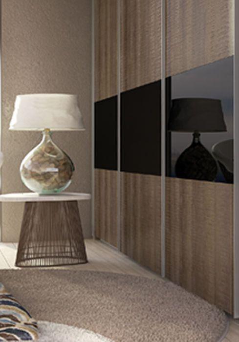 Mοντέλο PEER . Πόρτα που χωρίζεται σε 3 μέρη δημιουργώντας μία εικαστική σύνθεση που οργανώνει το βλέμμα και τον χώρο.
