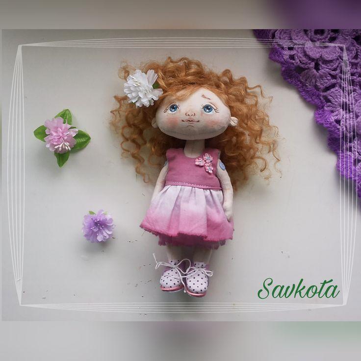 Текстильная кукла Хризантемка ростом 21 см . Голова подвижная. Волосы натуральные  мохеровые трессы.Куколка стоит и сидиттсамостоятельно. Одежда и ...