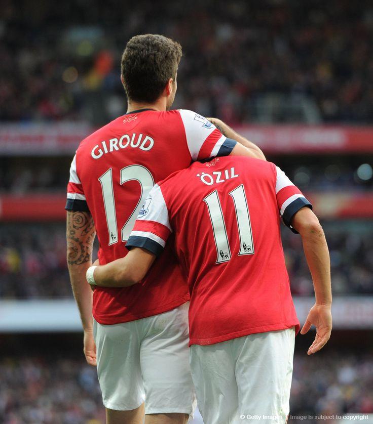 Olivier Giroud. Mesut Ozil. Arsenal FC.