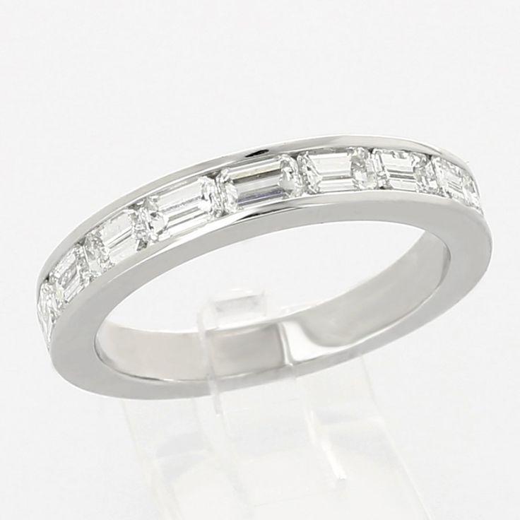 Alliance de mariage femme en demi tour diamants taille emeraude serti rail 1,55 carat en or 18 carats