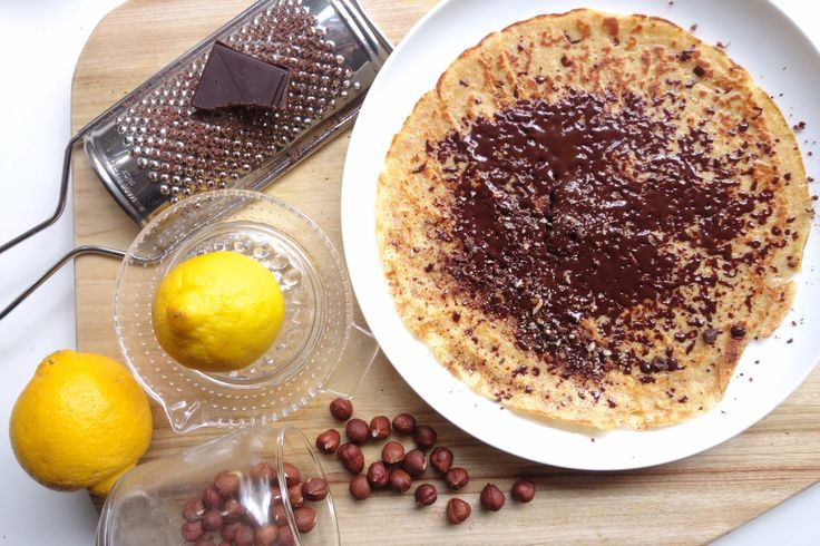 Pannenkoeken met chocolade zijn vooral bij kinderen geliefd, maar dit is de volwassen variant. De frisse citroen geeft de crêpes een verfijnder, volwassen smaakje en het gebruik van volkoren speltmeel en amandelmelk samen met de citroen maakt dat het ook een verantwoord begin van de dag is. Zeker als je voor 92% chocolade kiest. …