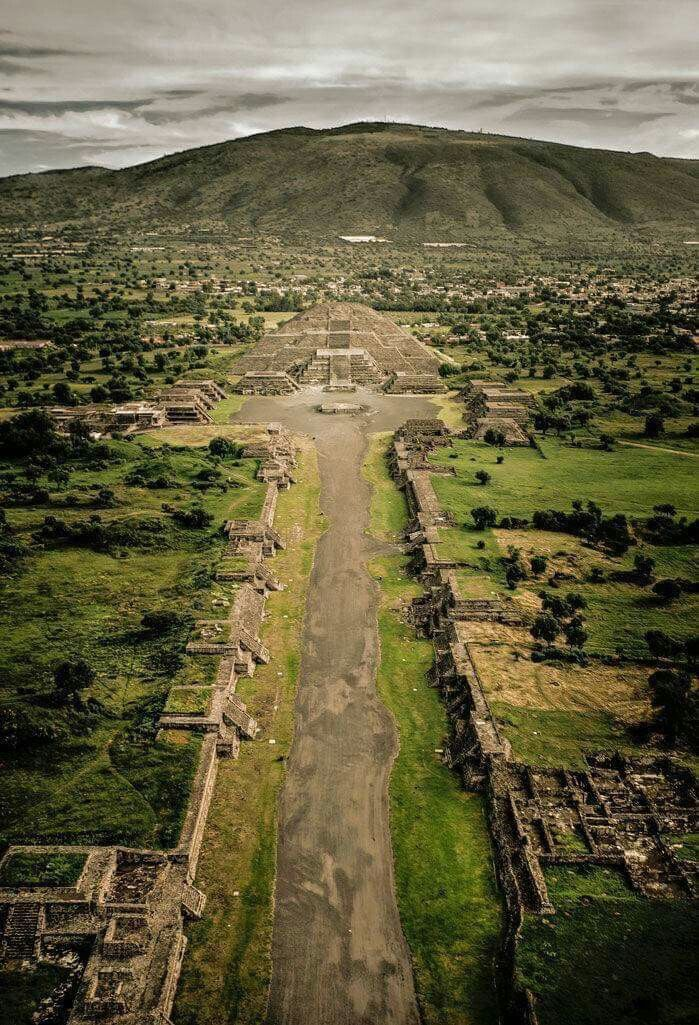 Teotihuacán By: pLanet of the azTecs