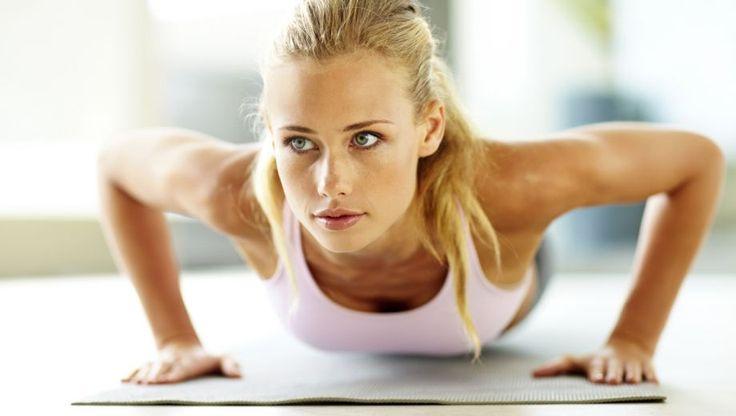 Volgens een onderzoek van de universiteit van Michigan zou een man van 40 jaar zichzelf 27 keer op moeten kunnen drukken. Vrouwen moeten er 16 kunnen halen. Hoewel dit onderzoek alweer een een aantal jaar oud is, zal dit aantal voor heel veel mensen een flinke uitdaging zijn. Zonde, want de push-up is een van de krachtpatsers onder de oefeningen. Niet alleen goed voor je armen: je hele lichaam is er bij gebaat. Als je het goed doet natuurlijk.