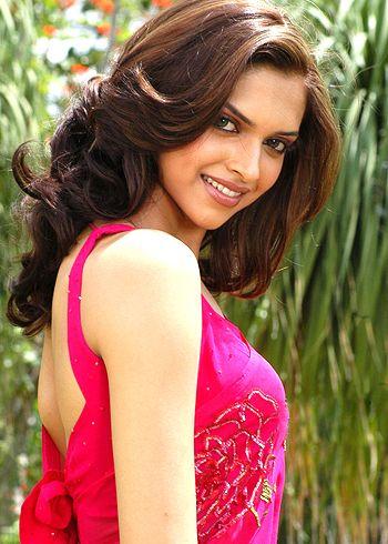 #Deepika misses 'Yeh Jawaani...' co-star Ranbir... http://www.buzzintown.com/bollywood-news--deepika-misses-yeh-jawaani-co-star-ranbir/id--8482.html #Bollywood