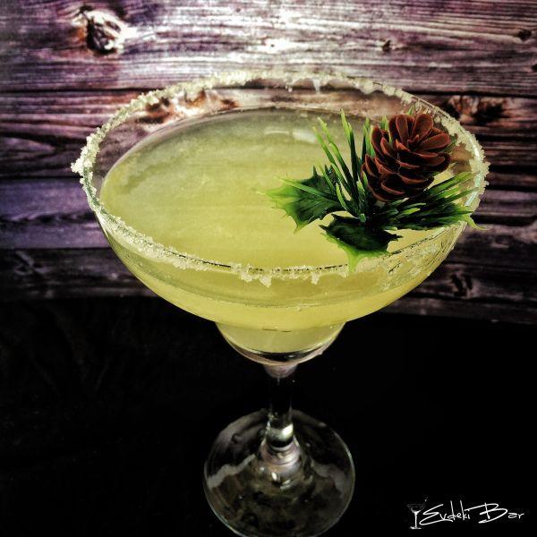 Margarita www.evdekibar.com Tekila+triple sec+misket limon suyu #margarita #tekila #tequila #booze #cocktail #kokteyl #bartender #evdekibar #drink #picoftheday #mixology #mixologist #love #bartending #instamood #instadaily #followme #follow4follow #followforfollow #tasty #yummy #delicious #recipe #tarif #içki #alcohol #alkol