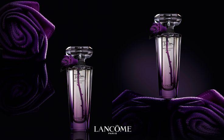 Le fameux Trésor Midnight Rose de Lancôme  #lancôme #parfum #tresor #midnight #pourpre #paris #beauté #beauty #fragrance #shoot #studiophoto #luxe #naturemorte #visuelpublicitaire #rose