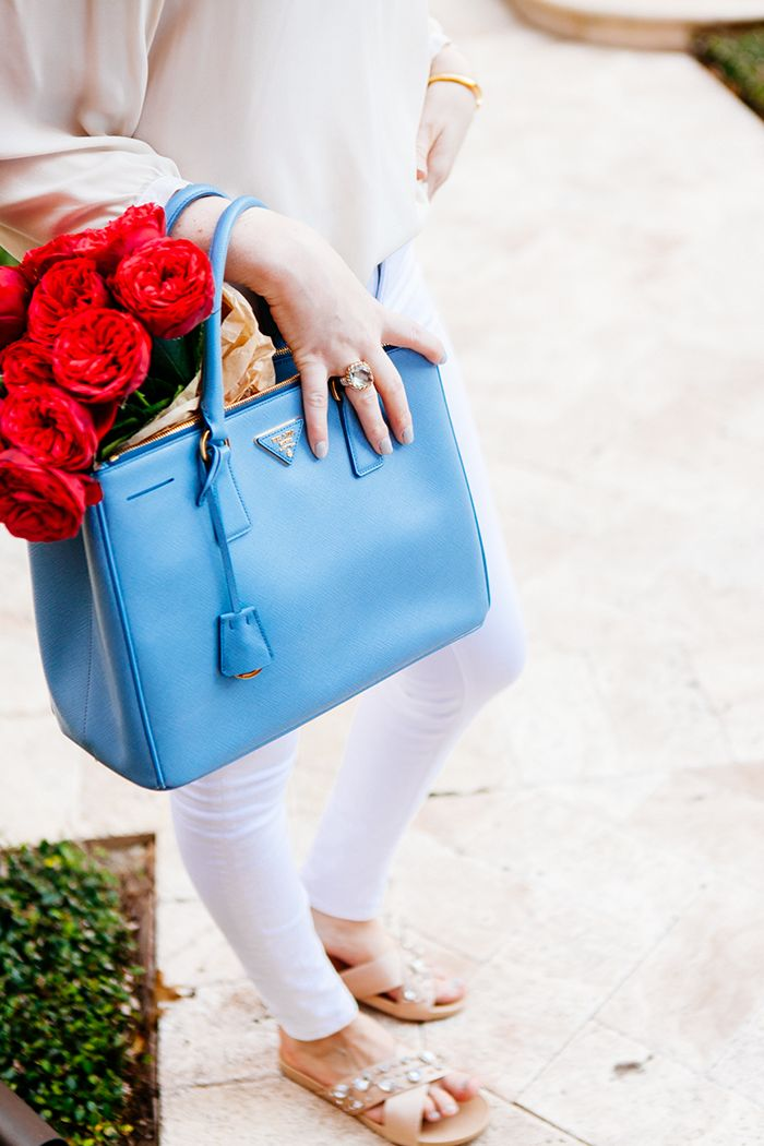 Spring handbag in a happy color!