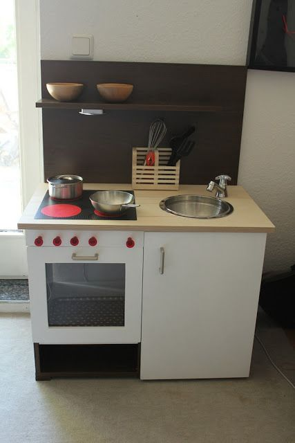 reciclar un mueble de cocina en una cocinita para jugar