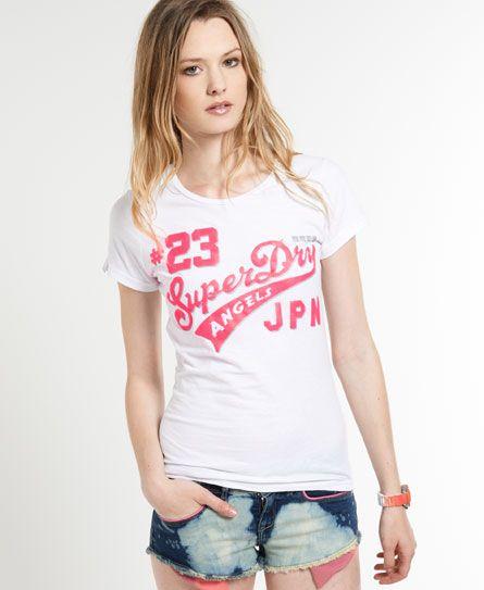 Camiseta Saints de Superdry para mujer. Una versión de la camiseta clásica Superdry con un estampado bicolor con sombra, y rematada con una etiqueta del logo ...