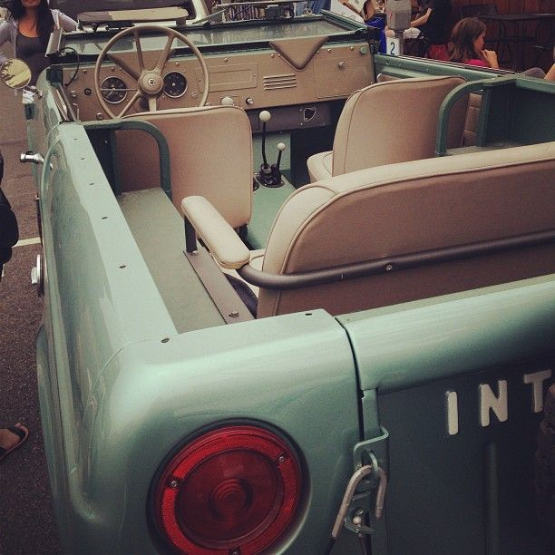 ▒ summer-ready international scout 80 ▒ O.M.G, I must own one of these before I die!! Everything about it is perfect, the paint, the interior!