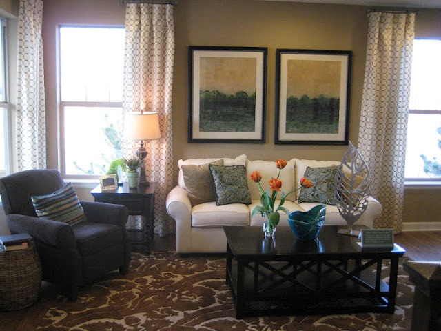 Love the colors in this living room. Curtains are really cute.