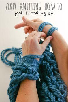 アームニッティングとは両腕を使って編む編み物のこと。通常の編み物よりもはるかに編み目が少ないので、大きな作品もあっという間に編めるやり方なんです♪