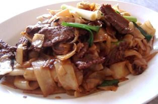 Cantonese Beef Chow Fun | Cooking Hawaiian Style. Note: Uses 8 oz. sirloin beef and 1 lb fresh flat rice noodles (hor fun).