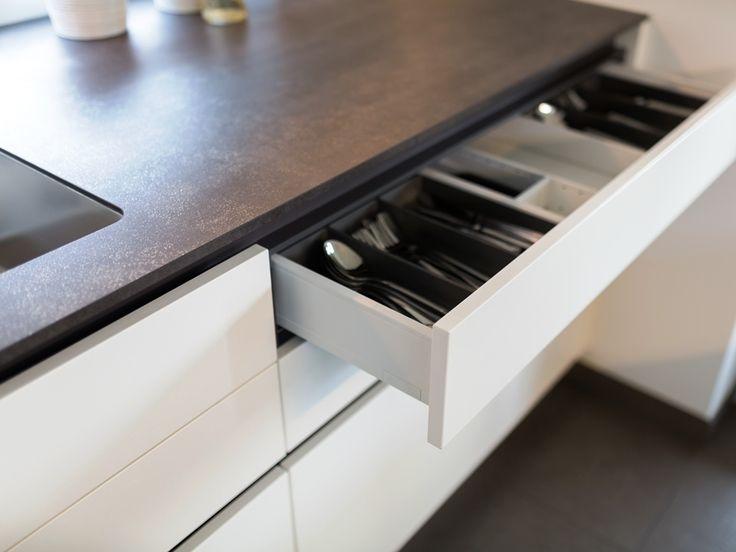 #Küche von krumhuber.design  material  weiss matt #eiche tabacco #graphitgrau keramik