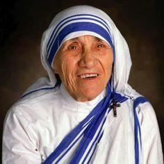 """""""Sorridetevi gli uni gli altri;  sorridete a vostra moglie,  a vostro marito, ai vostri figli,  alle persone con le quali lavorate, a chi vi comanda; sorridetevi a vicenda…  questo vi aiuterà a crescere nell'amore,  perché il sorriso è il frutto dell'amore"""".   Beata Madre Teresa di Calcutta"""