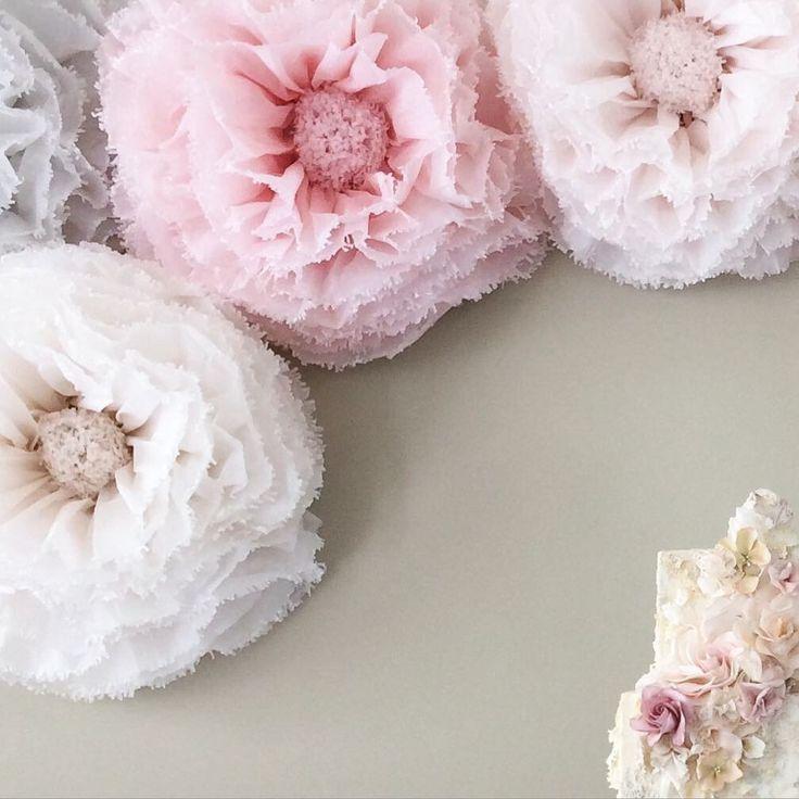 Blush blush, carta fiori carta gigante tinti a mano fiore astratto muro, avorio, champagne, colomba. Decorazioni di nozze UK di pompomblossom su Etsy https://www.etsy.com/it/listing/237139963/blush-blush-carta-fiori-carta-gigante