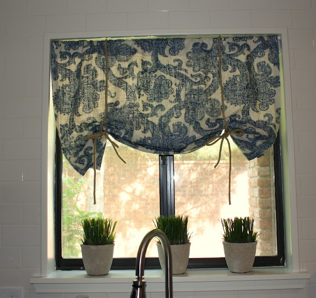 love this for the kitchen window treatment - Kitchen Window Valances