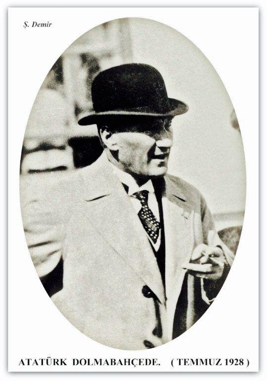 Atatürk Dolmabahçe'de. Temmuz 1928