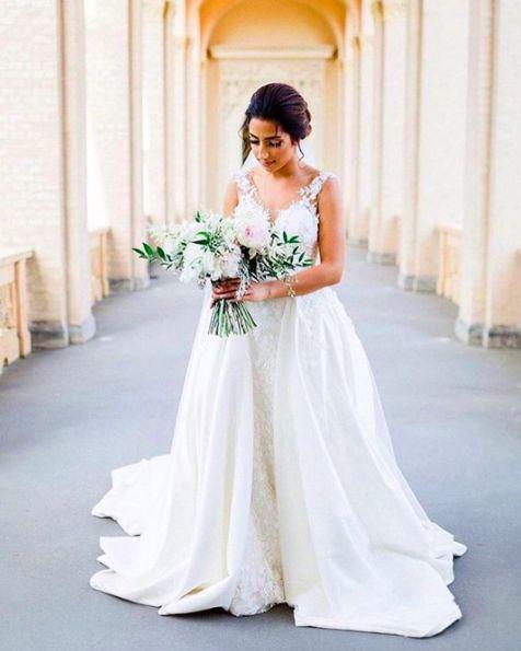 En sevdiğimiz #WeddiesGelinleri mizden sevgili Dilan, gelinliği içinde bir prenses gibi 💜 Lovely and gorgeous Dilan, looking like a princess in her #WeddiesBridewear gown 💜