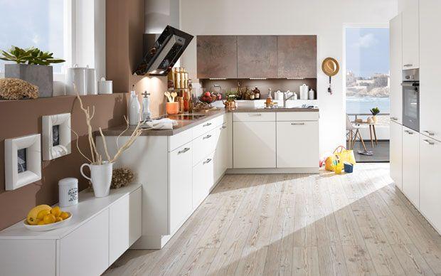 Wohnliche Küche Mit Möbeln In Kupfer Und Weiß