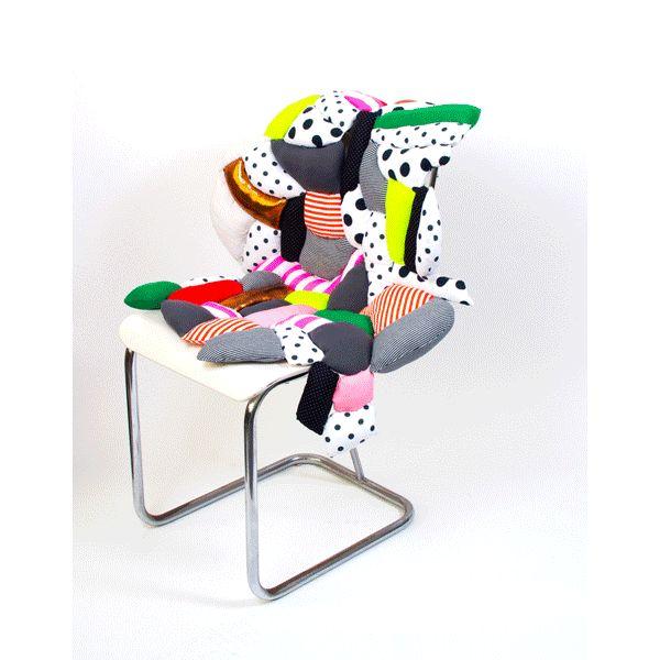 Cushion dance, animation by Julia Kaiser #animation #gifanimation #animatedgif #cushion #frederiquedaubal #multicoloured