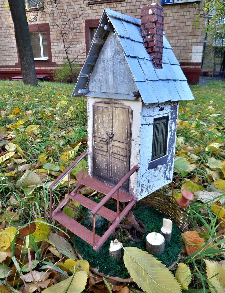 На лужайке средь травы,дом поставлю для игры....