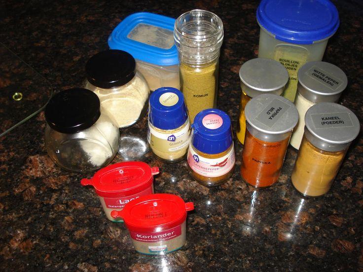 De bami- en nasikruiden mengsels die in de winkel worden aangeboden zitten vol toevoegingen en barstensvol zout. Een hoop mensen vinden het...
