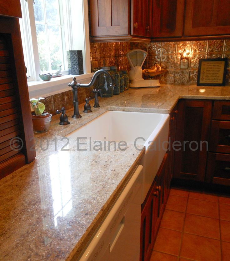 Colorado Knotty Alder Kitchen Cabinets: Medallion Cabinetry, Santiago Hickory Door, Rumberry