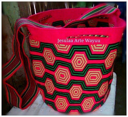 38 отметок «Нравится», 1 комментариев — Jesulaa Arte Wayuu (@jesulaa_artewayuu) в Instagram: «Mochila wayuu en tono vibrante, diseño geometrico tradicional. #wayuu #wayuubag #ethicalfashion…»