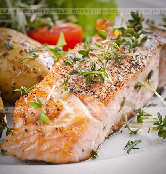 Nie zapomnij przygotować smacznej ryby na obiad. Łosoś duszony w porach. Potrzebne składniki:łososia, wytrawnego wina, przypraw.