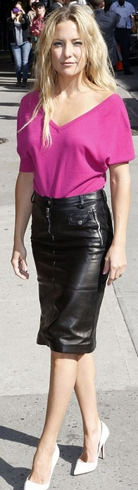 Who made Kate Hudsons pink short sleeve sweater top, black leather skirt, and white pumps that she wore in New York?