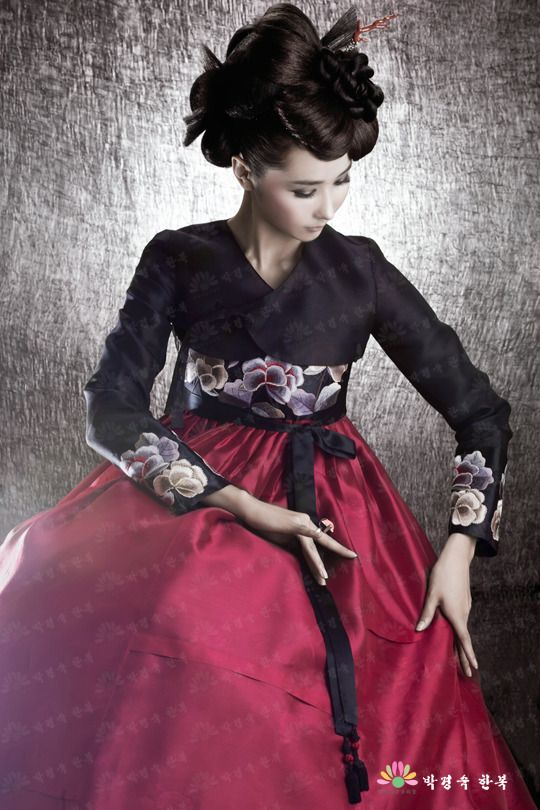 Hanbok, these things are so beautiful! Too bad I can't just wear one down the streets...:(