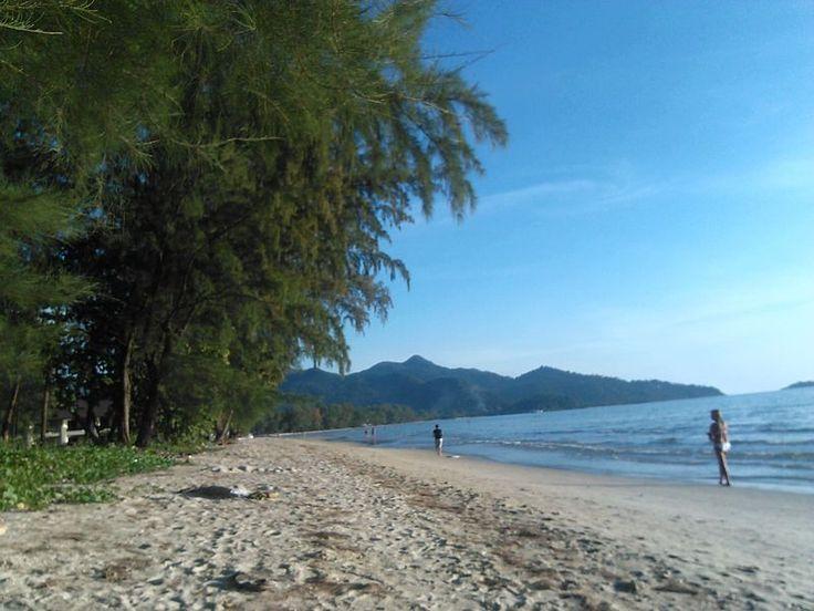 Koh Chang | Reportage del mio viaggio all'isola degli elefanti - http://www.provarciegratis.com/thailandia/mare-thailandia-isole/koh-chang/ - by  Pier Sottojox -  #isolethailandia #kohchang #marethailandia #spiaggethailandia #thailandia #turismo Leggi qui tutto l'articolo http://www.provarciegratis.com/thailandia/mare-thailandia-isole/koh-chang/