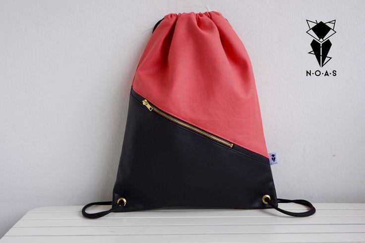 Unser sommerlicher Rucksack ist dein **perfekter Begleiter** im Urlaub, auf Festivals.. Nur das beste Material kommt bei der eigenen Herstellung, in **reiner Handarbeit** , zur...