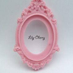Support cadre baroque en résine rose bonbon x1