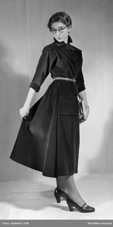 1952. En skjortblusklänning. Foto: Erik Holmén för Nordiska Kompaniet