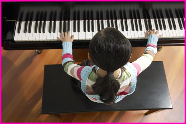 Tweedot blog magazine - festa della donna ragazzina pianista