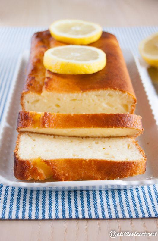 Un soffice plumcake al limone e mandorle senza burro per la colazione o la merenda.
