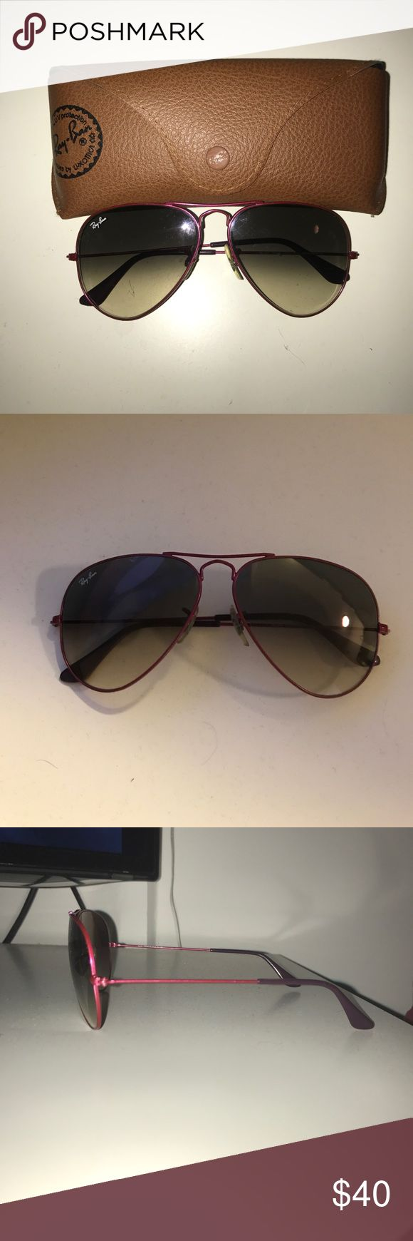 Ray Ban Pink Aviator Large Metal RB 3025 090/32 Ray Ban RB 3025 Aviator Large Metal in Pink. 090/32 58-14 2N. Tiny scratch on the right lens, but not visible when wearing by you or an audience! Fun & feminine take on the classic style. Happy Poshing! Case and unopened cloth come with sunglasses. Ray-Ban Accessories Sunglasses